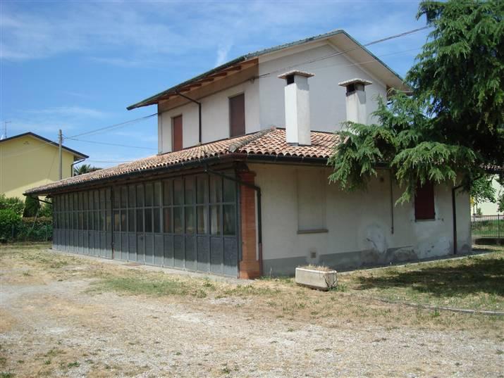 Soluzione Indipendente in vendita a Cesena, 8 locali, zona Zona: Ronta, prezzo € 300.000   Cambio Casa.it
