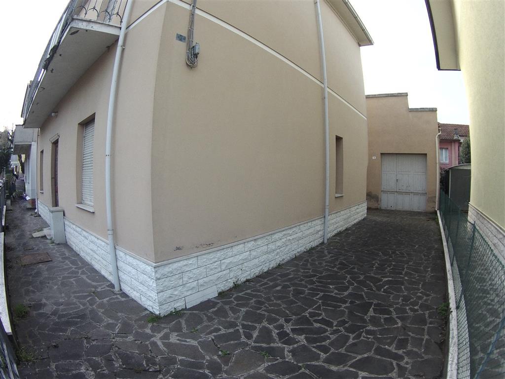 Soluzione Indipendente in vendita a Cesena, 7 locali, zona Località: PONTE NUOVO, prezzo € 350.000   Cambio Casa.it