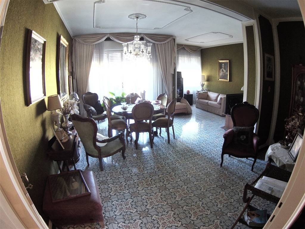Appartamento in vendita a Cesena, 8 locali, zona Località: CENTRO CITTÀ, prezzo € 290.000 | Cambio Casa.it