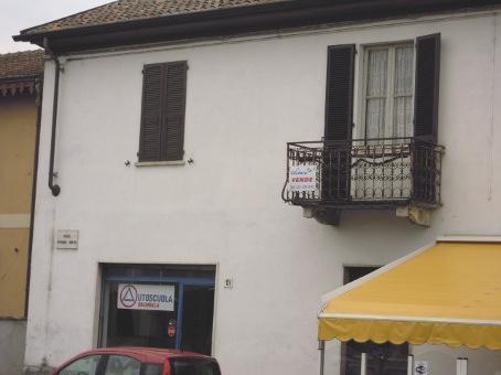 Appartamento in vendita a Casteggio, 4 locali, prezzo € 75.000 | Cambio Casa.it