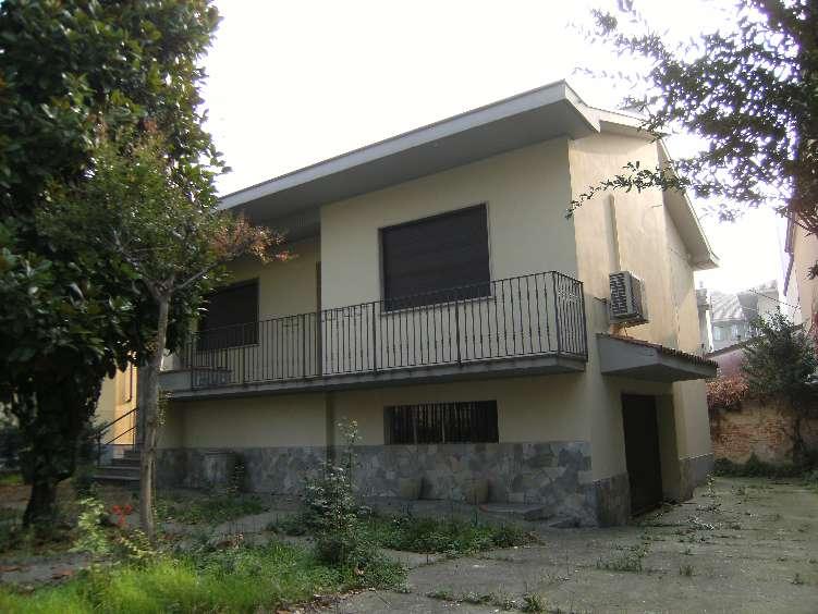 Villa in vendita a Broni, 10 locali, prezzo € 245.000 | CambioCasa.it