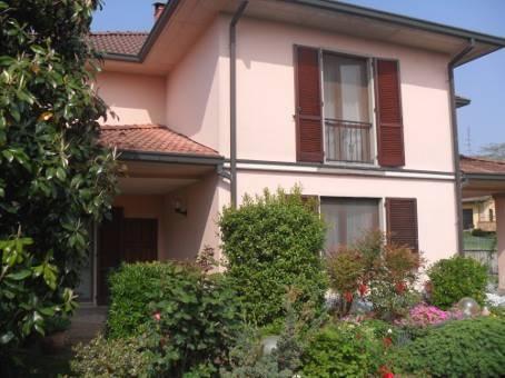 Villa Bifamiliare in Vendita a Mezzanino