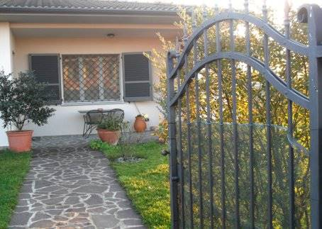 Villa in vendita a Arena Po, 8 locali, prezzo € 399.000 | Cambio Casa.it