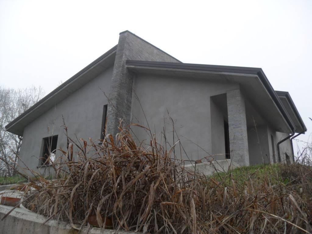 Villa in vendita a Stradella, 7 locali, prezzo € 246.000 | CambioCasa.it