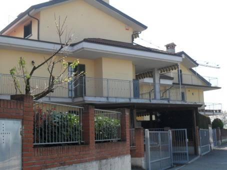 Appartamento in vendita a Castel San Giovanni, 7 locali, prezzo € 155.000 | Cambio Casa.it