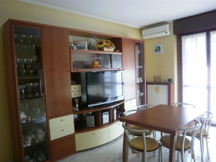 Appartamento in vendita a Carugate, 3 locali, prezzo € 190.000   Cambiocasa.it