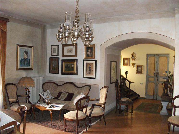 Villa in vendita a Figline e Incisa Valdarno, 11 locali, zona Località: Figline Valdarno, prezzo € 320.000 | CambioCasa.it