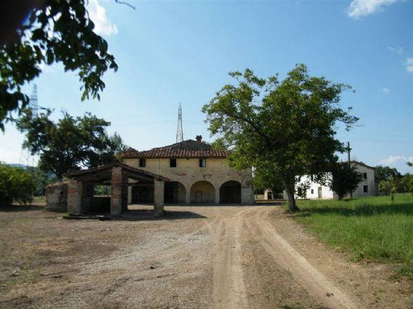 Soluzione Indipendente in vendita a Reggello, 35 locali, zona Zona: Rona, prezzo € 360.000 | Cambio Casa.it