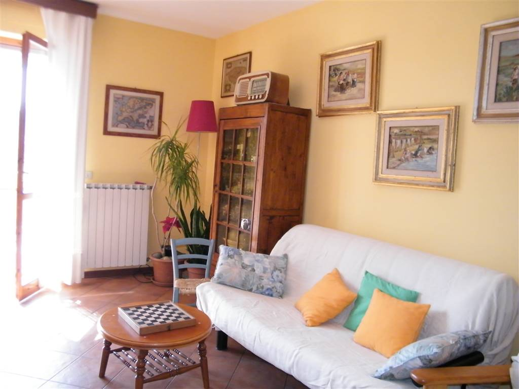 Appartamento in vendita a Reggello, 5 locali, zona Località: VAGGIO, prezzo € 155.000 | Cambio Casa.it