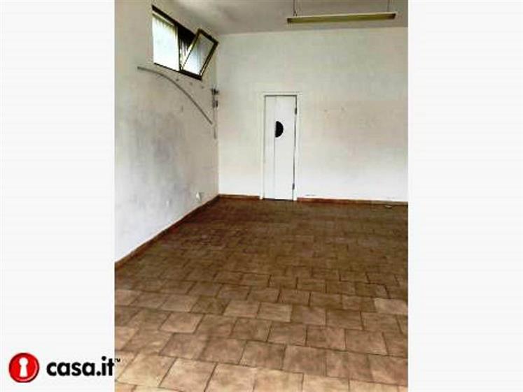 Attività / Licenza in affitto a Cavallino, 2 locali, zona Zona: Castromediano, prezzo € 1.000 | CambioCasa.it