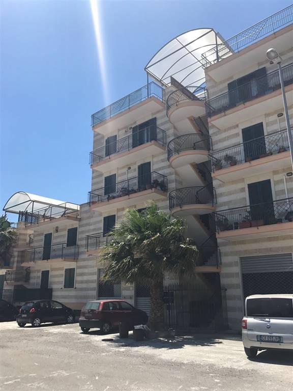 Appartamento in vendita a Lequile, 4 locali, prezzo € 135.000 | Cambio Casa.it
