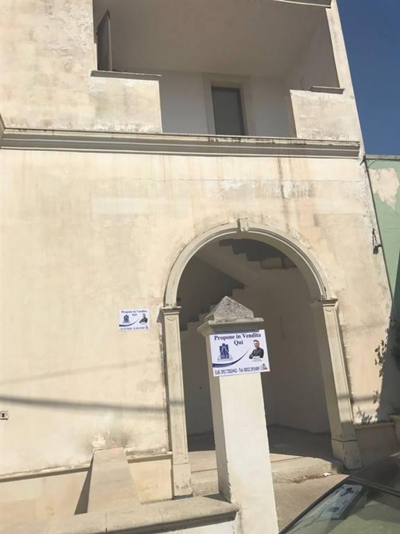 Appartamento in vendita a San Donato di Lecce, 5 locali, zona Zona: Galugnano, prezzo € 70.000 | CambioCasa.it