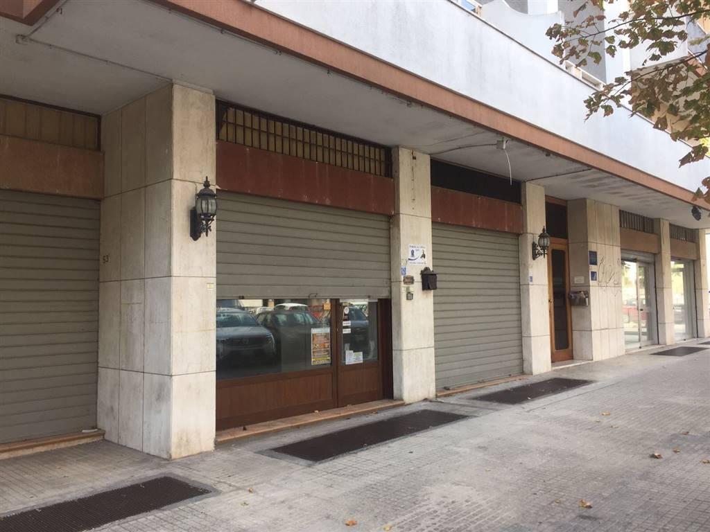 Negozio / Locale in affitto a Lecce, 2 locali, zona Zona: P. Partigiani , prezzo € 980 | CambioCasa.it