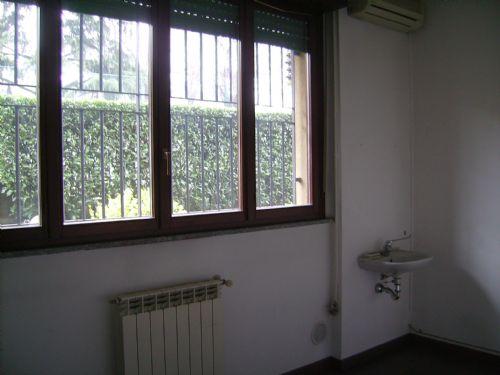 Ufficio / Studio in affitto a Brugherio, 4 locali, prezzo € 850 | CambioCasa.it