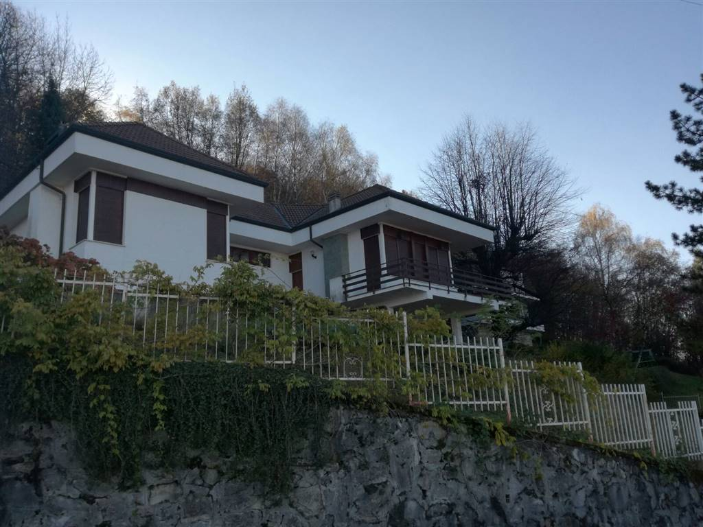 Villa-Villetta  in Vendita a Valbrona