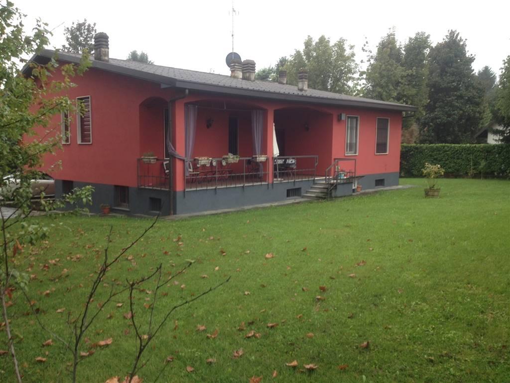 Villa in vendita a Besana in Brianza, 5 locali, prezzo € 399.000 | CambioCasa.it