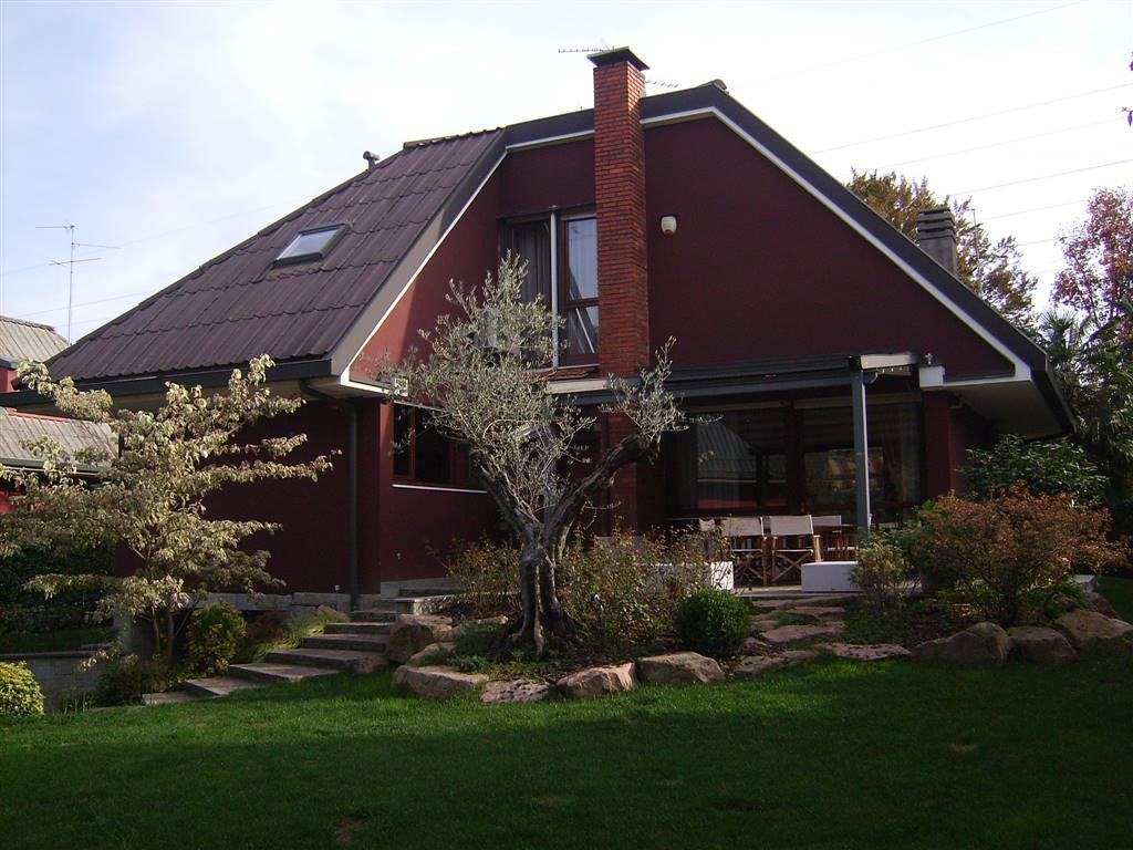 Villa in vendita a Brugherio, 8 locali, Trattative riservate | CambioCasa.it