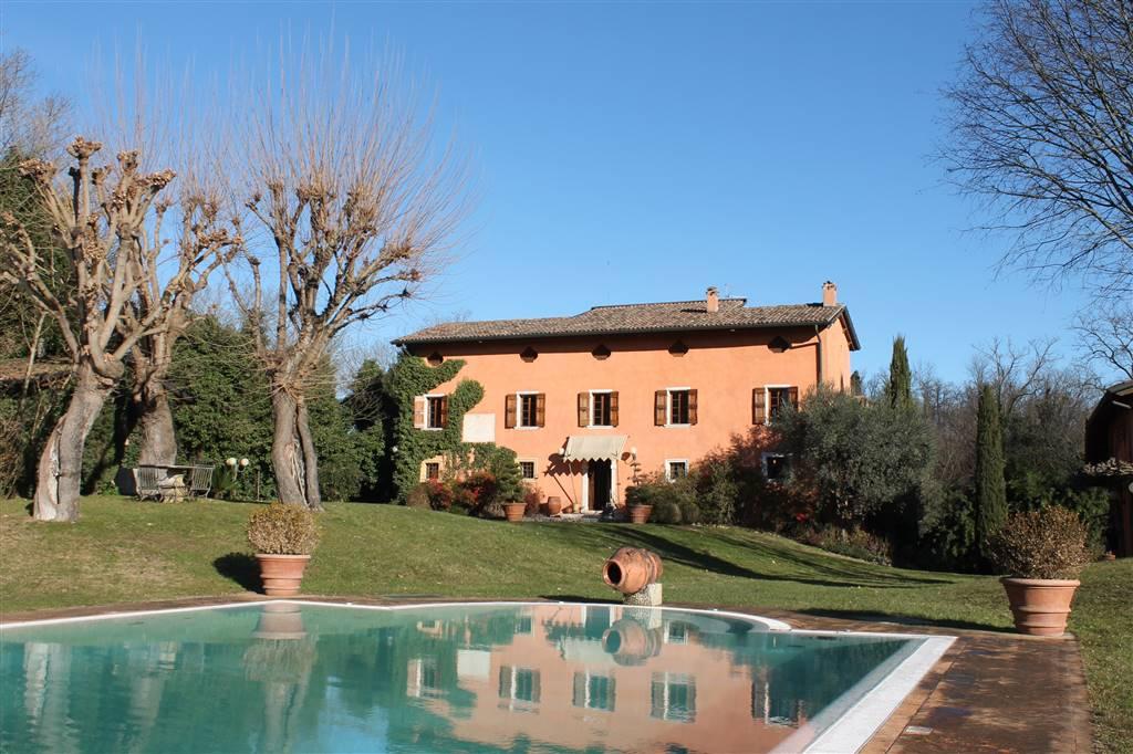 Villa in vendita a Monzambano, 10 locali, zona Zona: Pille, Trattative riservate | CambioCasa.it