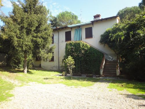Appartamento in vendita a Reggello, 6 locali, zona Località: Montanino, prezzo € 350.000 | Cambio Casa.it