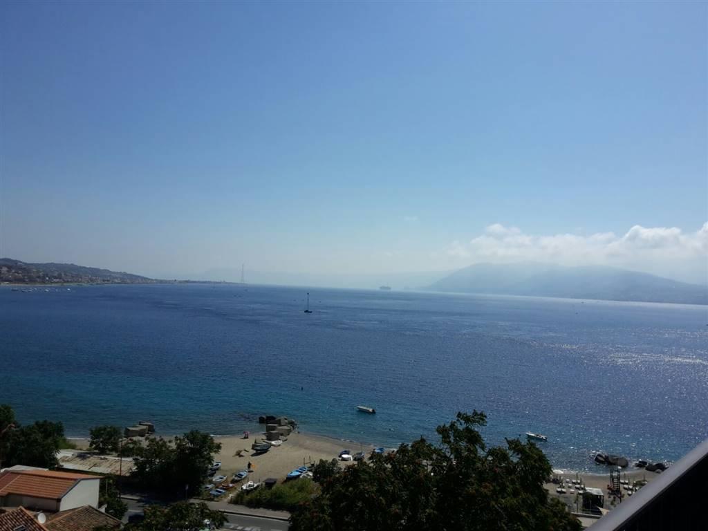 Quadrilocale in Grotte, Via C. Pompea,panoramica, Messina