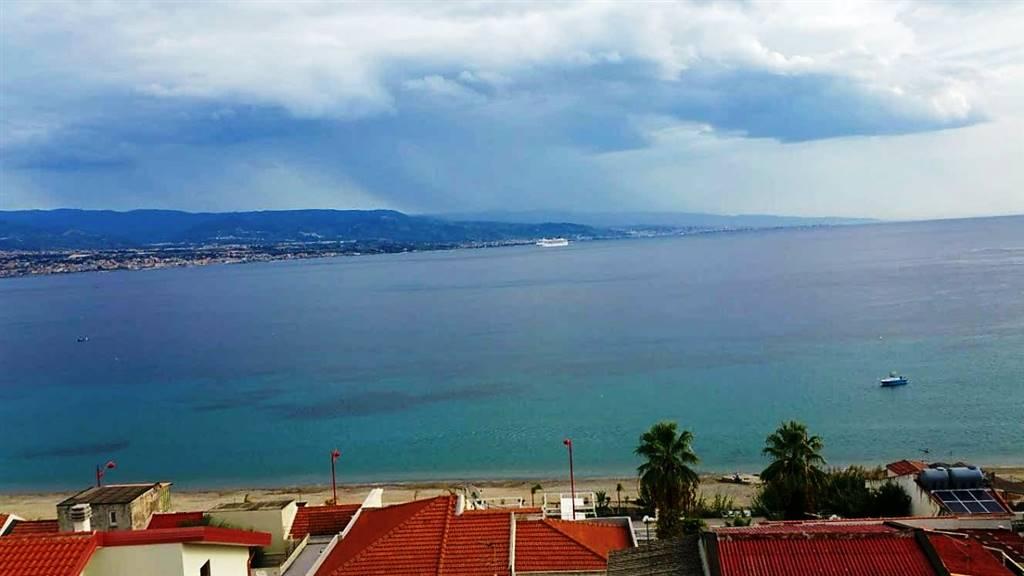 Bilocale in Salita Calafato, Via C. Pompea,panoramica, Messina