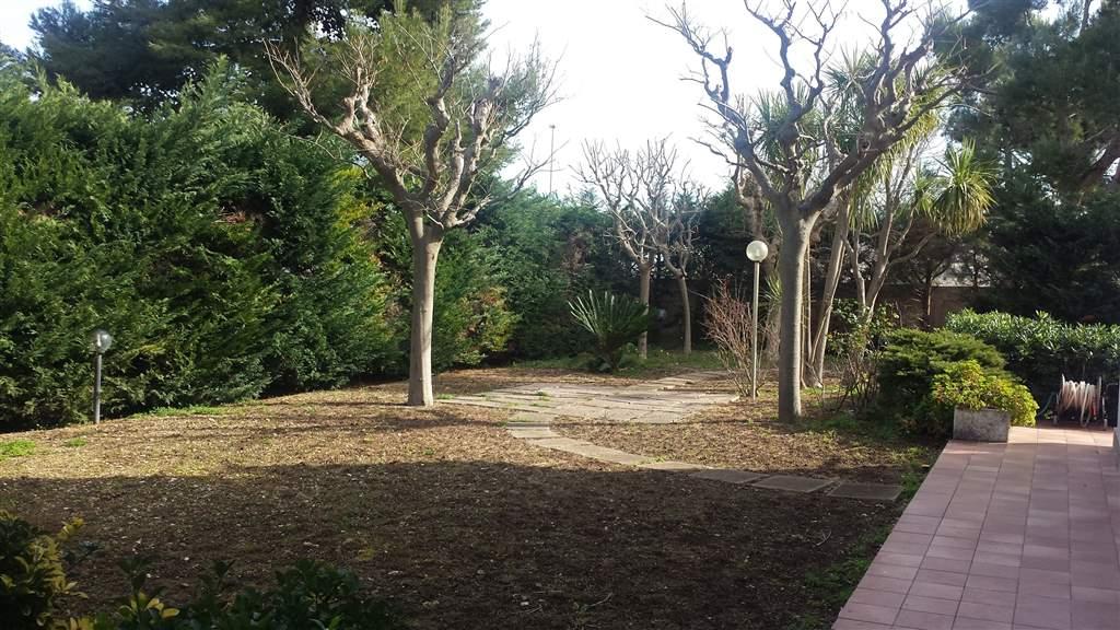 Villa in vendita a Bari, 5 locali, zona Zona: Palese, prezzo € 310.000 | CambioCasa.it