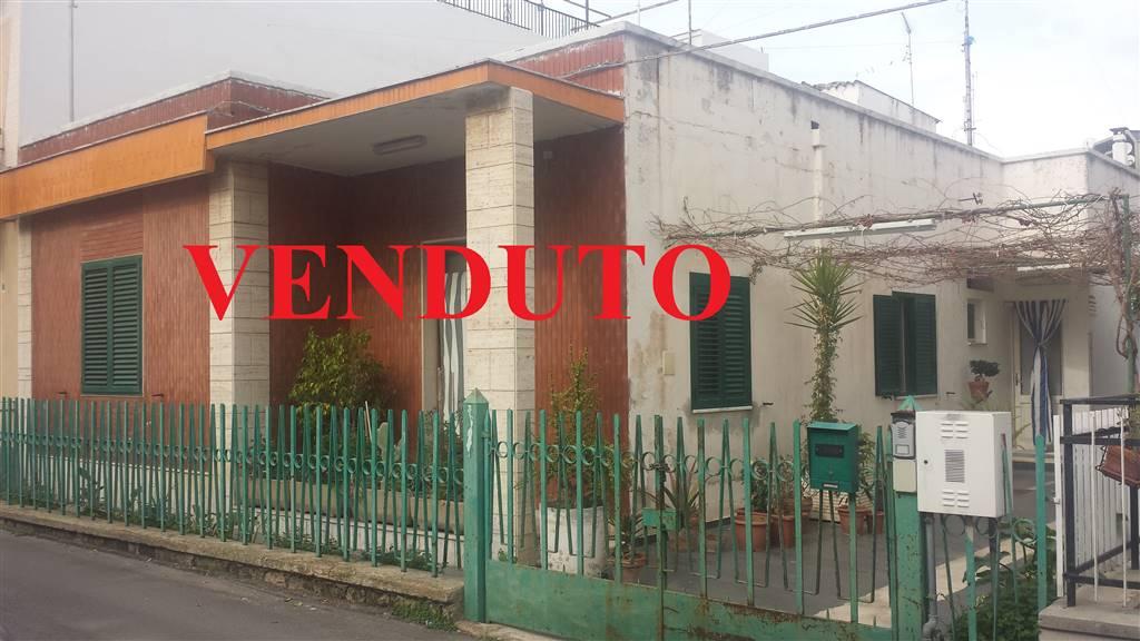 Villa in vendita a Bari, 4 locali, zona Zona: Palese, prezzo € 220.000 | CambioCasa.it