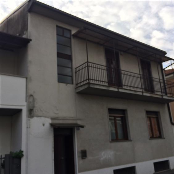 Soluzione Indipendente in vendita a Nova Milanese, 9 locali, prezzo € 300.000 | Cambio Casa.it