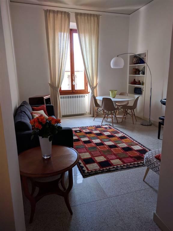 CENTRO STORICO, PRATO, Appartamento in affitto di 98 Mq, Ristrutturato, Riscaldamento Autonomo, Classe energetica: G, posto al piano 2° su 3,