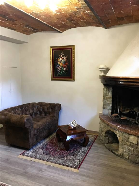 Appartamento in vendita a Vaiano, 5 locali, zona Zona: Faltugnano, prezzo € 380.000   CambioCasa.it