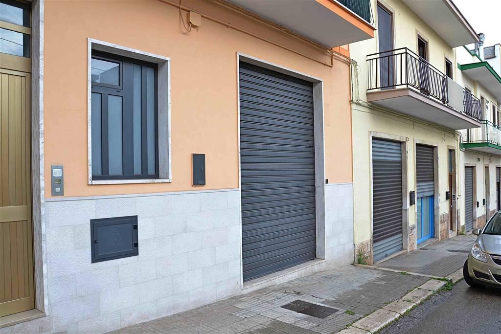 magazzino-deposito  in Affitto a Putignano
