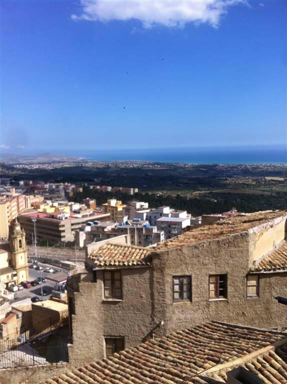 Appartamento in affitto a Agrigento, 4 locali, zona Zona: Centro storico, prezzo € 500 | Cambio Casa.it