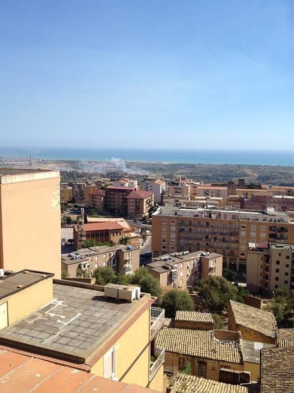 Appartamento in vendita a Agrigento, 5 locali, prezzo € 250.000 | Cambio Casa.it
