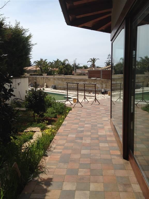 Villa in vendita a Agrigento, 6 locali, zona Zona: San Leone, prezzo € 800.000 | CambioCasa.it