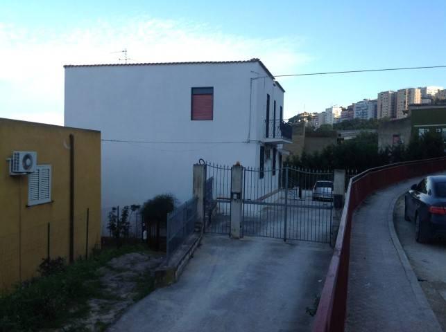 Appartamento in affitto a Agrigento, 3 locali, zona Zona: Centro, prezzo € 350 | CambioCasa.it
