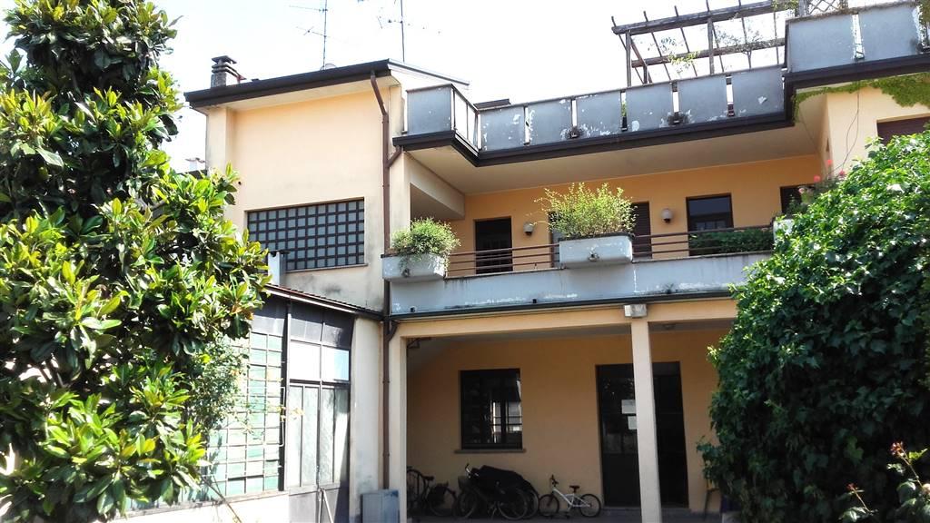 Soluzione Indipendente in vendita a Lissone, 8 locali, Trattative riservate | CambioCasa.it