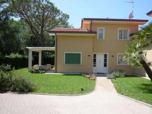 Villa in vendita a Montignoso, 5 locali, zona Zona: Cinquale, Trattative riservate | Cambio Casa.it