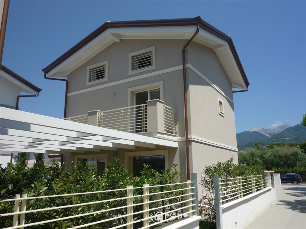 Soluzione Indipendente in vendita a Montignoso, 5 locali, zona Zona: Cinquale, prezzo € 580.000 | CambioCasa.it