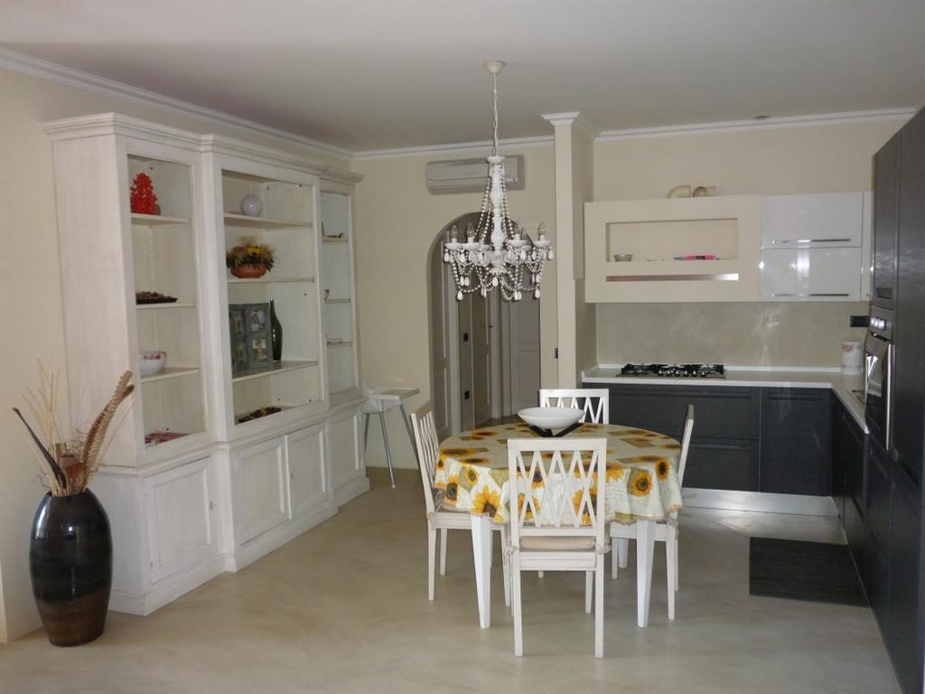 Appartamento in vendita a Montignoso, 4 locali, zona Zona: Cinquale, prezzo € 570.000 | Cambio Casa.it