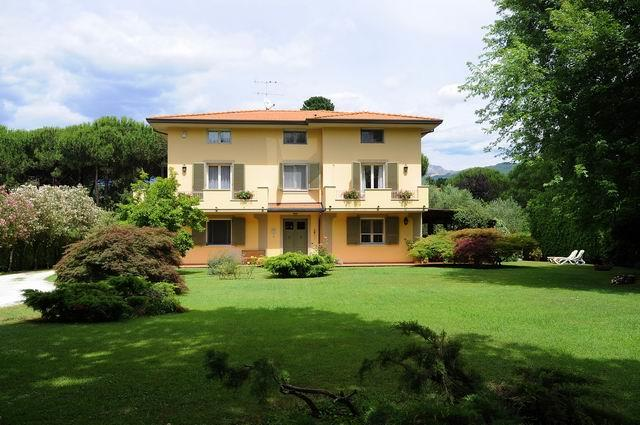 Villa in vendita a Massa, 6 locali, zona Zona: Poveromo, Trattative riservate | Cambio Casa.it
