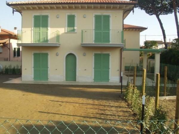 Villa in vendita a Montignoso, 4 locali, zona Zona: Cinquale, Trattative riservate | CambioCasa.it