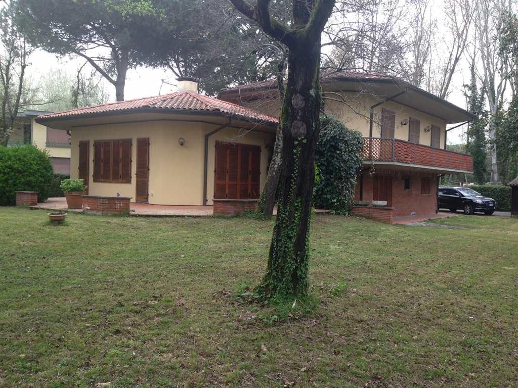 Villa in vendita a Massa, 5 locali, zona Zona: Ronchi, Trattative riservate | Cambio Casa.it