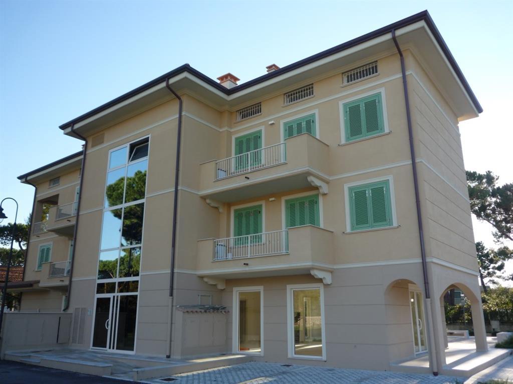 Appartamento in vendita a Montignoso, 4 locali, zona Zona: Cinquale, Trattative riservate | Cambio Casa.it
