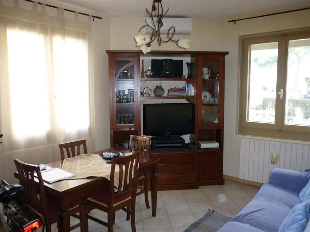 Appartamento in vendita a Massa, 4 locali, zona Località: RINCHIOSTRA, prezzo € 165.000   Cambio Casa.it