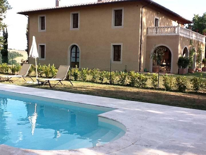 Villa in vendita a San Giovanni d'Asso, 12 locali, Trattative riservate | CambioCasa.it