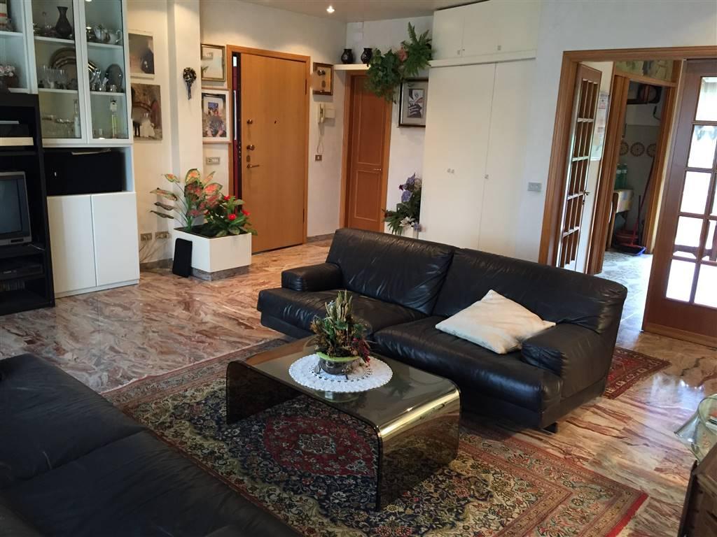 Appartamento in affitto a Signa, 5 locali, prezzo € 900 | CambioCasa.it