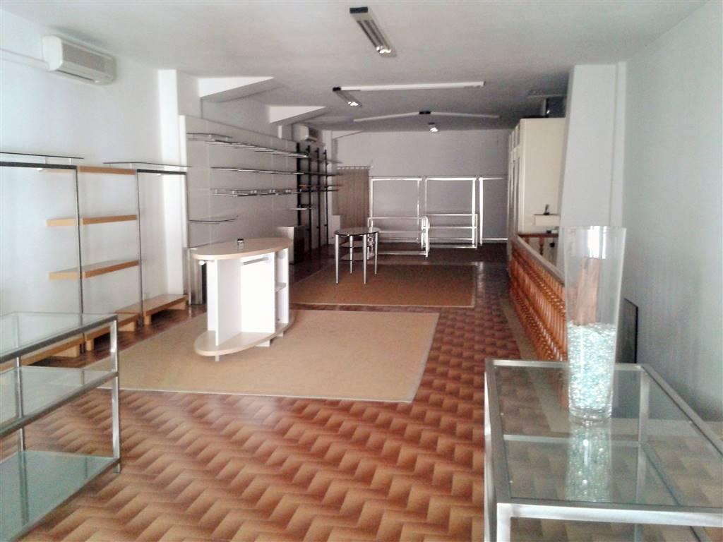 Negozio / Locale in vendita a Signa, 2 locali, zona Località: STAZIONE, prezzo € 300.000   CambioCasa.it