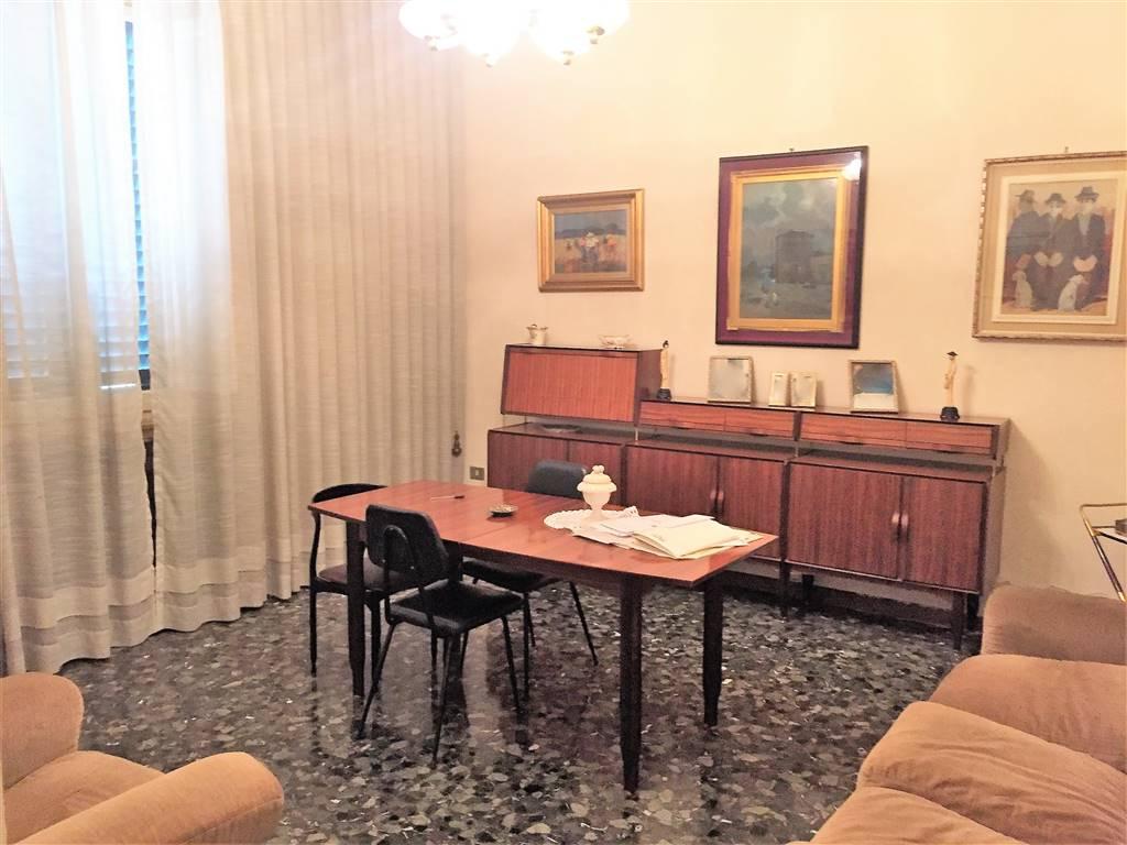 Villa in affitto a Campi Bisenzio, 11 locali, prezzo € 5.000 | CambioCasa.it