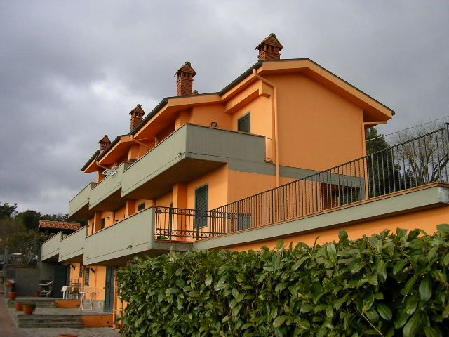 Villa in vendita a Calenzano, 4 locali, zona Zona: Croci di Calenzano, prezzo € 260.000 | Cambio Casa.it