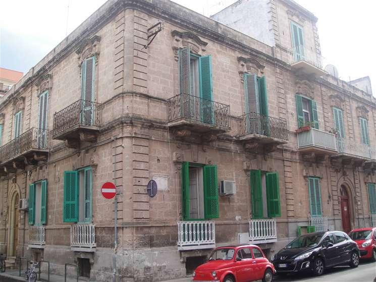 Palazzo / Stabile in vendita a Monopoli, 9 locali, zona Località: CENTRO, Trattative riservate | Cambio Casa.it